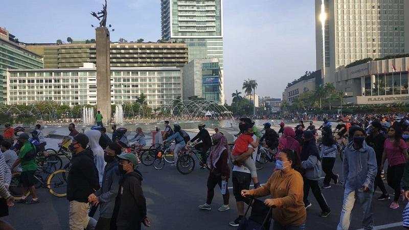 Cfd Kembali Digelar Warga Tumpah Ruah Beraktivitas Di Bundaran Hi Okezone Megapolitan