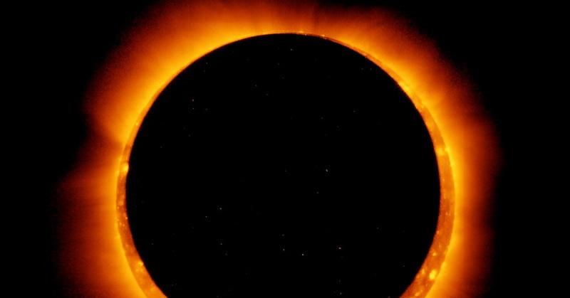 https: img.okezone.com content 2020 06 21 56 2233706 gerhana-matahari-21-juni-bersamaan-dengan-fenomena-cincin-api-solstis-7yjFps7HkM.jpg
