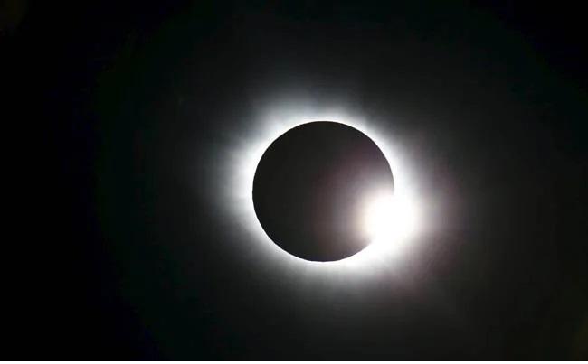 https: img.okezone.com content 2020 06 21 56 2233807 gerhana-matahari-lokal-bisa-dipantau-via-live-streaming-JByiCfca4P.jpg