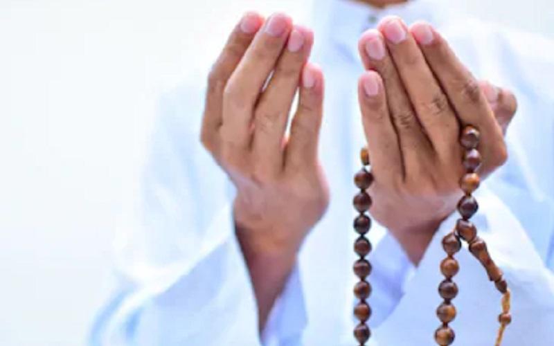 https: img.okezone.com content 2020 06 22 618 2234106 doa-berlindung-dari-perbuatan-bodoh-q9OdV6f1tp.jpg