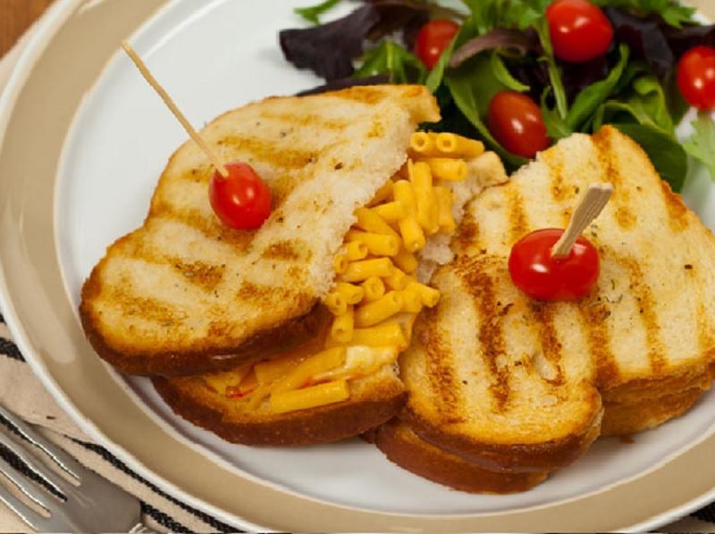 https: img.okezone.com content 2020 06 23 298 2235206 resep-roti-isi-makaroni-dan-keju-untuk-sarapan-besok-sajian-cepat-yang-lezat-cPYizspjcr.jpg