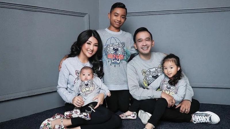 https: img.okezone.com content 2020 06 23 33 2234748 tiga-anaknya-disebut-tuyul-ruben-onsu-geram-WOCNzkcksh.jpg