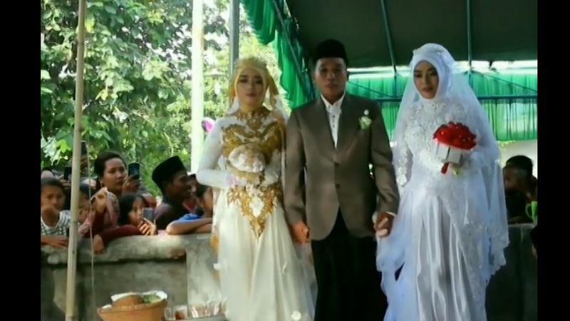 https: img.okezone.com content 2020 06 23 340 2234762 viral-pemuda-di-lombok-barat-menikahi-2-gadis-sekaligus-ANQjnx1Th5.jpg