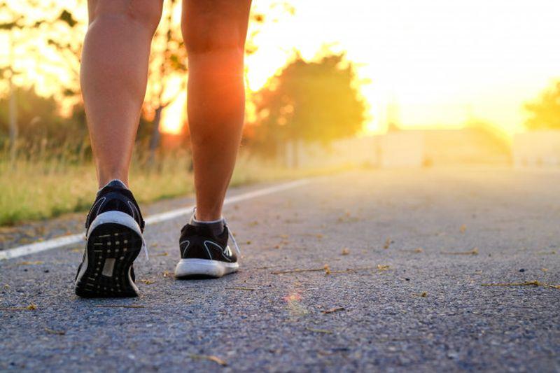 https: img.okezone.com content 2020 06 23 481 2235081 terbiasa-jalan-kaki-bikin-kamu-terhindar-penyakit-jantung-1TI9IR8Dgg.jpg