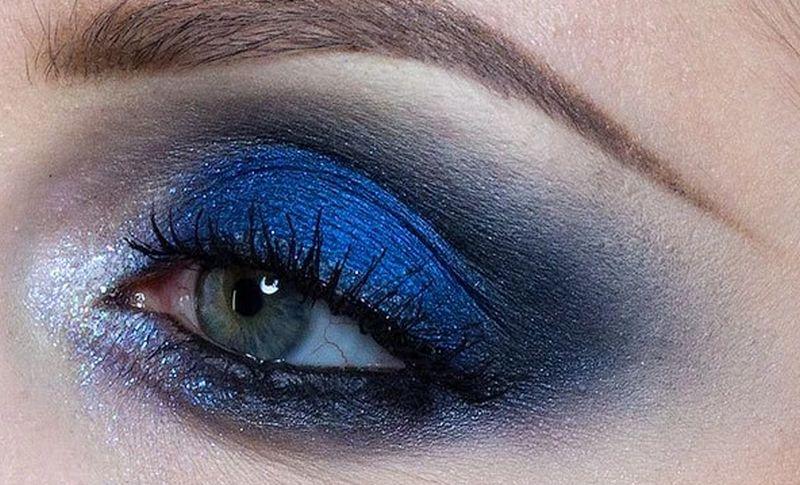 https: img.okezone.com content 2020 06 23 611 2234957 tutorial-makeup-blue-smookey-eye-ala-tasya-farasya-bikin-cewek-kulit-sawo-matang-enggak-minder-n16Fo69ALb.jpg