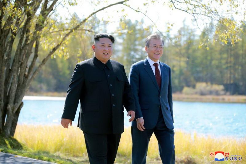 https: img.okezone.com content 2020 06 24 18 2235367 kim-jong-un-tangguhkan-aksi-militer-korut-terhadap-korsel-SOM8oxkkJJ.jpg