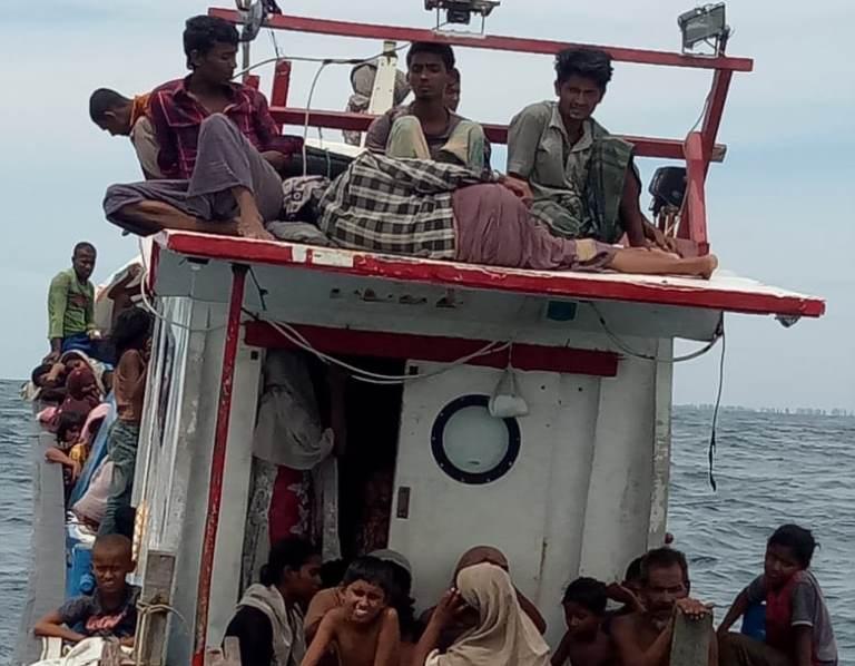 https: img.okezone.com content 2020 06 24 340 2235706 kapal-pengangkut-94-warga-rohingya-ditemukan-di-laut-aceh-U3lk0bfRVe.jpeg