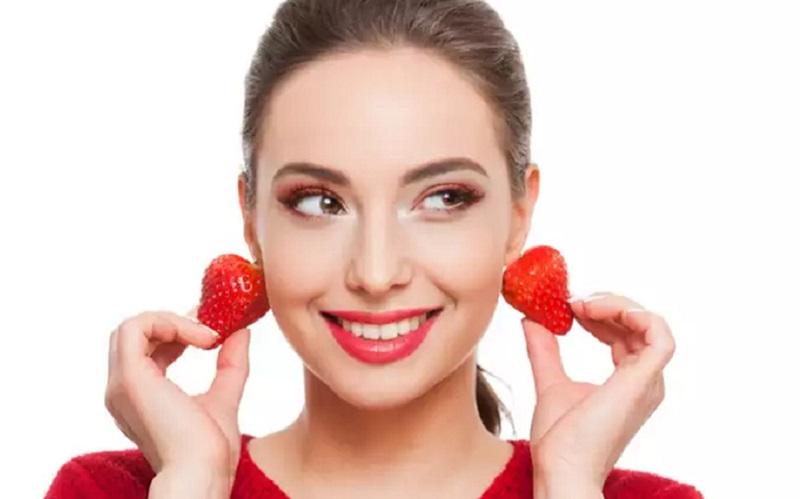 https: img.okezone.com content 2020 06 24 611 2235707 tak-hanya-segar-stroberi-juga-punya-manfaat-untuk-kecantikanmu-lho-jySp2zDIbc.jpg