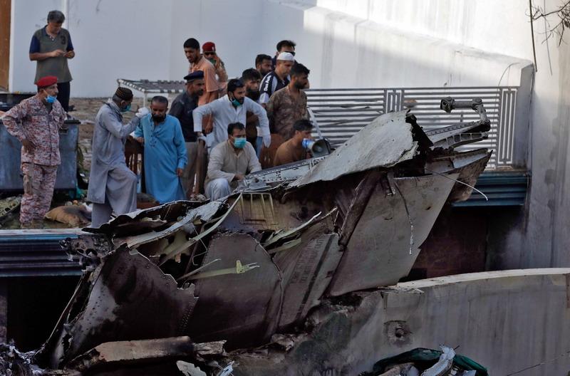 https: img.okezone.com content 2020 06 25 18 2235992 tewaskan-97-orang-kecelakaan-pesawat-pia-disebabkan-obrolan-pilot-tentang-covid-19-Lz6wdc81RH.jpg