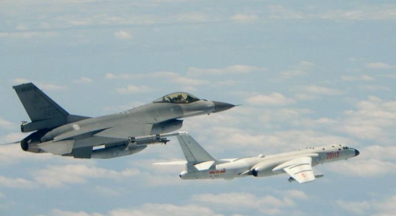 https: img.okezone.com content 2020 06 25 18 2236005 china-kirim-8-pesawat-militernya-ke-wilayah-udara-taiwan-1jButHkqge.jpg