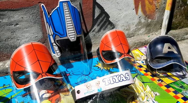 https: img.okezone.com content 2020 06 25 320 2236425 ambil-peluang-pria-ini-sukses-usaha-face-shield-bergambar-superhero-7sqBK0Su7X.jpg