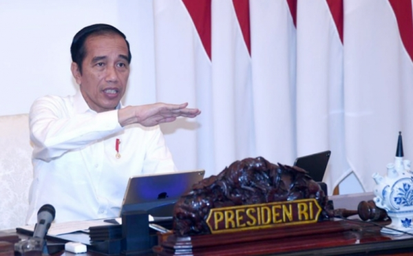 https: img.okezone.com content 2020 06 25 337 2236237 presiden-jokowi-surabaya-tak-bisa-sendirian-tangani-covid-19-1pb0mZYcV0.jpg