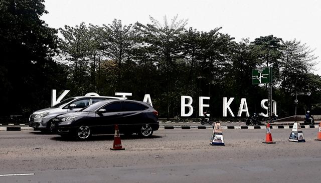 https: img.okezone.com content 2020 06 25 338 2236436 3-kecamatan-di-bekasi-justru-rawan-dbd-di-tengah-transisi-psbb-6u9M3pkOH0.jpg