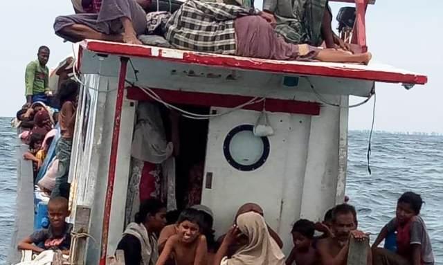 https: img.okezone.com content 2020 06 25 340 2236164 94-pengungsi-rohingya-belum-diizinkan-ke-daratan-pasca-diselamatkan-nelayan-kH5W22MHdH.jpeg