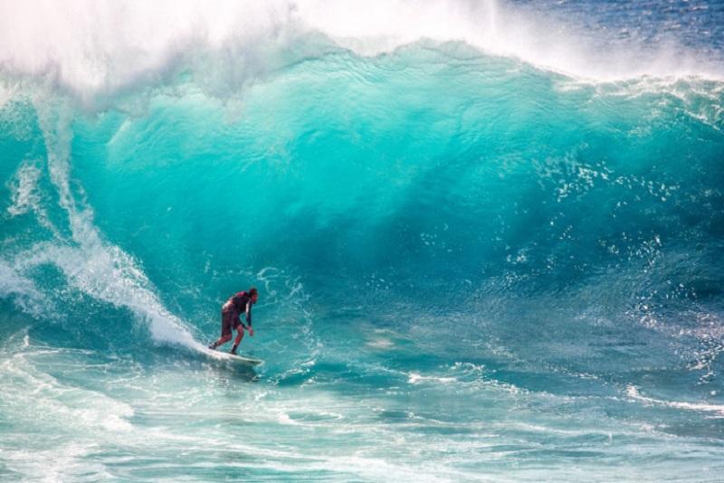 https: img.okezone.com content 2020 06 25 406 2236408 kabar-gembira-9-juli-wisatawan-lokal-sudah-bisa-surfing-di-bali-x9XAVdb6wL.jpg