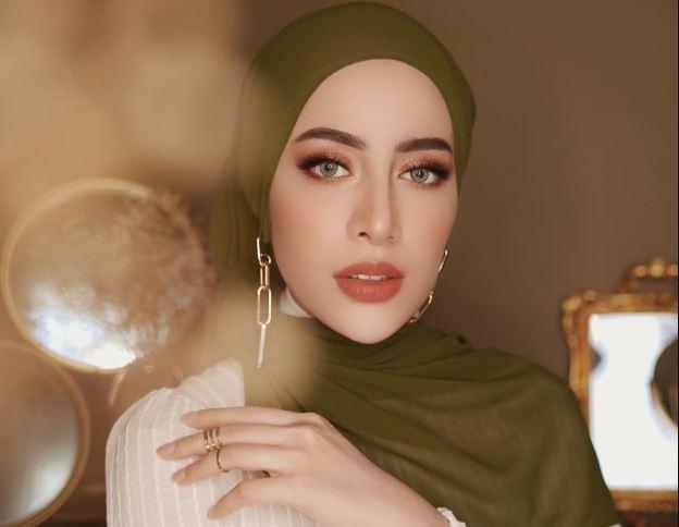 https: img.okezone.com content 2020 06 25 617 2236054 flower-photoshoot-nan-anggun-ala-hijaber-aghnia-punjabi-g139hA2PHy.JPG