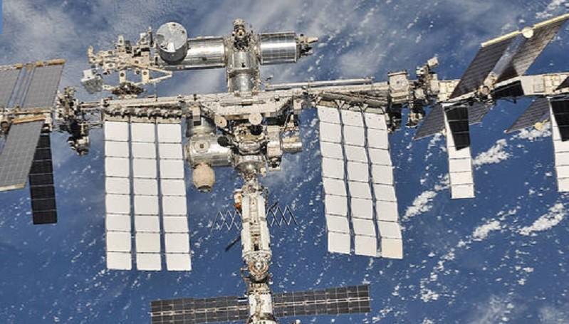 https: img.okezone.com content 2020 06 26 16 2236981 roscosmos-berencana-kirim-2-turis-ke-stasiun-luar-angkasa-STQVsOP1Qa.jpg