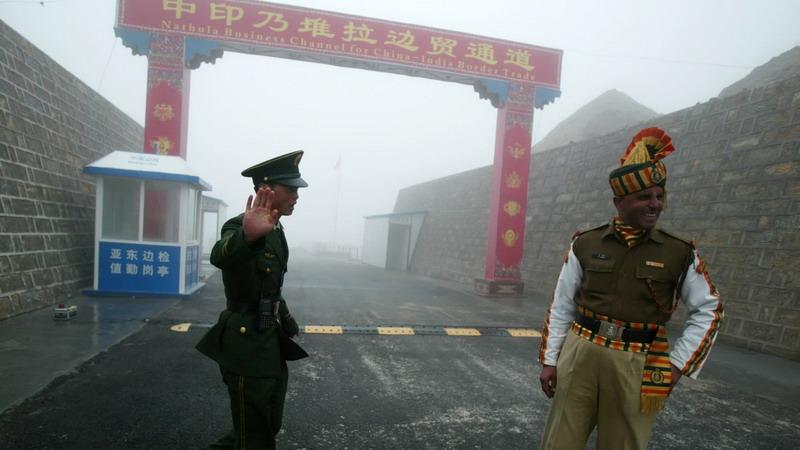 https: img.okezone.com content 2020 06 26 18 2236853 china-kerahkan-tentara-dalam-jumlah-besar-ke-perbatasan-dengan-india-yang-disengketakan-dKpSWTU7kz.jpg