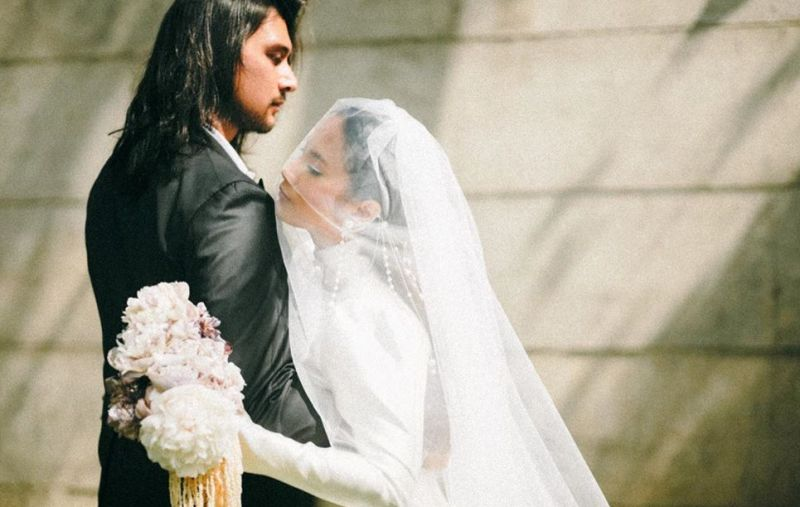 https: img.okezone.com content 2020 06 26 194 2237153 menikah-dengan-tara-basro-daniel-adnan-layaknya-pengeran-dapatkan-putri-y8RRubyWNG.jpg
