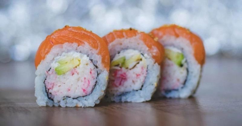 https: img.okezone.com content 2020 06 26 298 2236886 wanita-ini-ungkap-kesalahan-orang-saat-makan-sushi-qw38JPEt4E.jpg