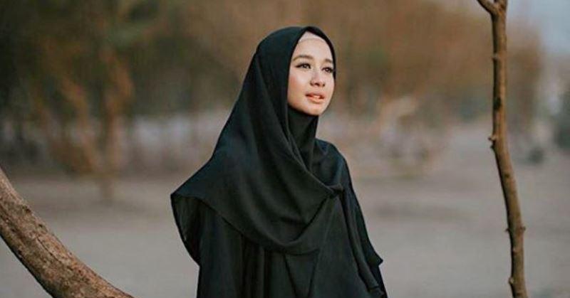https: img.okezone.com content 2020 06 26 33 2236630 saling-unfollow-rumah-tangga-laudya-cynthia-bella-jadi-sorotan-netizen-FNXed406n2.jpg