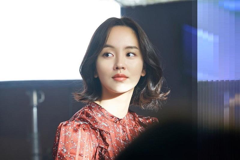 https: img.okezone.com content 2020 06 26 33 2236838 kim-so-hyun-rampungkan-proses-syuting-love-alarm-2-ATJGjRXPXe.jpg