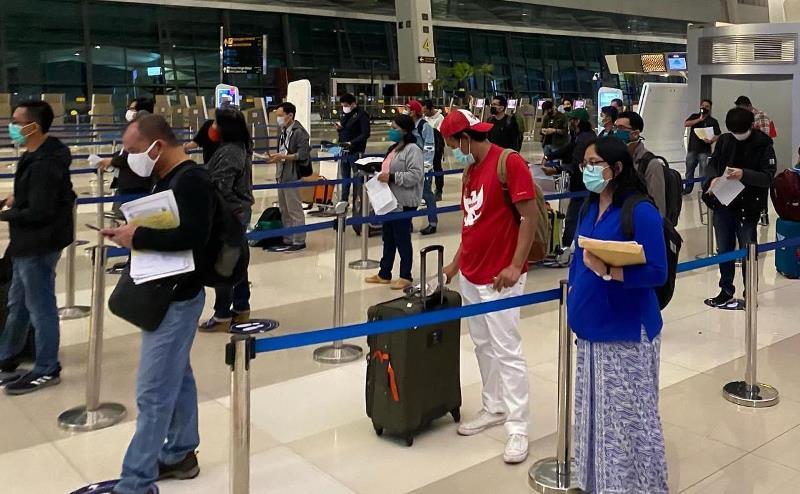 https: img.okezone.com content 2020 06 26 338 2236719 lalu-lintas-orang-dan-pesawat-di-bandara-soetta-mulai-meningkat-b4actLbMrz.jpg