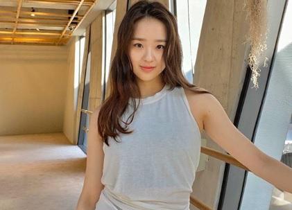https: img.okezone.com content 2020 06 26 43 2236601 son-yeon-jae-mantan-pesenam-korsel-berparas-cantik-bak-artis-k-pop-urxVEK1p8A.jpg