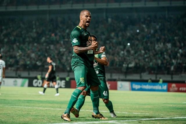 https: img.okezone.com content 2020 06 26 49 2236960 curahan-hati-david-da-silva-saya-rindu-sepakbola-indonesia-dan-bonek-bonita-HDFfPNPZU7.jpg