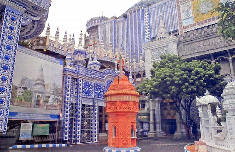 https: img.okezone.com content 2020 06 26 615 2237098 masjid-tiban-turen-bergaya-artistik-mewah-bagaikan-di-turki-7bREMEJYQb.jpg