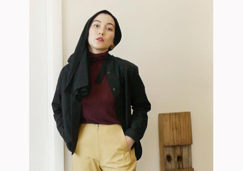 https: img.okezone.com content 2020 06 27 617 2237519 4-inspirasi-gaya-busana-hijab-modis-ala-mualaf-hana-tajima-Ef12duMCjp.jpg