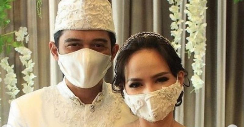 https: img.okezone.com content 2020 06 27 620 2237453 kini-menikah-pernikahan-angelica-simperler-berawal-iseng-eN0i5JNPBW.jpg
