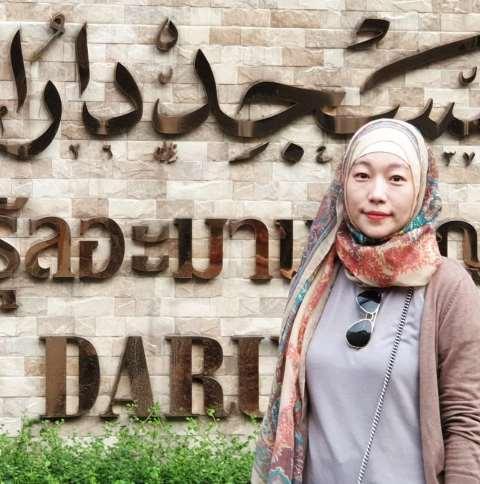 https: img.okezone.com content 2020 06 28 617 2237704 3-inspirasi-busana-hijab-ala-mualaf-asal-korea-kang-nayeon-sX3tzArBHK.jpg