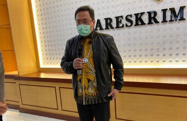 https: img.okezone.com content 2020 06 29 337 2238127 ketua-bpk-laporkan-benny-tjokro-ke-bareskrim-terkait-pencemaran-nama-baik-XQZsF7lT8u.jpg
