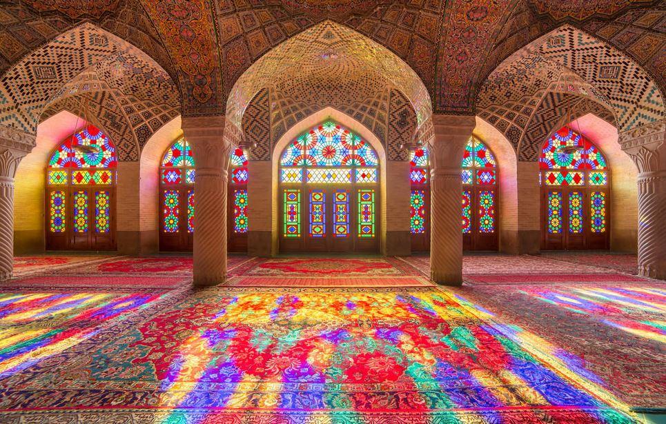 https: img.okezone.com content 2020 06 29 615 2238059 intip-indahnya-masjid-pink-iran-dengan-pantulan-cahaya-kaca-spektakuler-tNjYO22Mhy.JPG