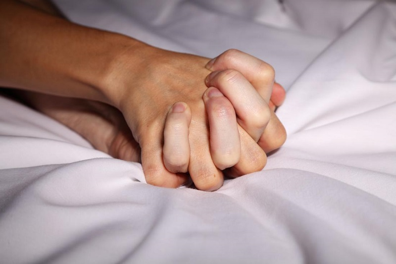 https: img.okezone.com content 2020 06 29 618 2238476 baru-menikah-jangan-lupa-baca-doa-ini-di-malam-pertama-Nv5Pq0yqCT.jpg