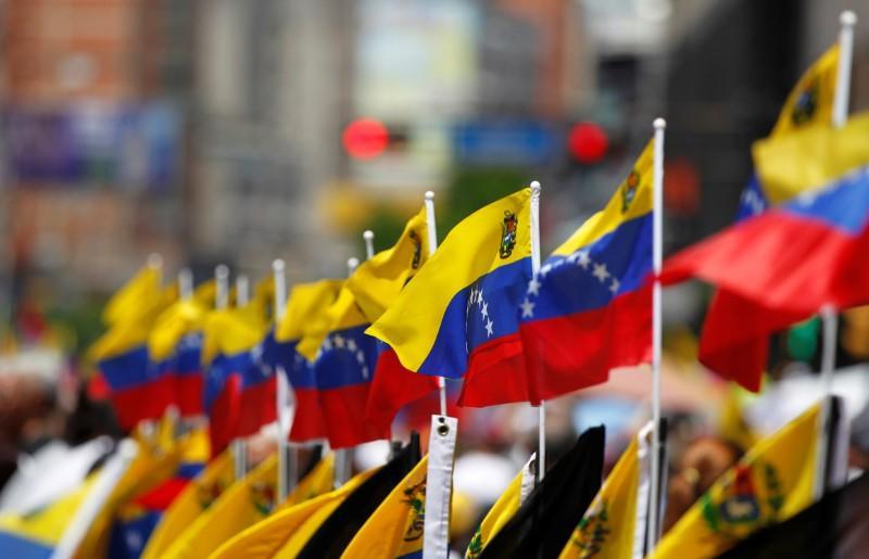 https: img.okezone.com content 2020 06 30 18 2238877 pejabatnya-disanksi-venezuela-usir-dubes-uni-eropa-Gf0JptdoNI.jpg