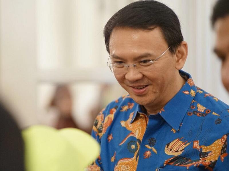 https: img.okezone.com content 2020 06 30 194 2238716 5-gaya-ahok-berbusana-batik-gagah-dan-berwibawa-0N6EWkCyo9.jpg