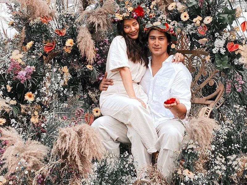 https: img.okezone.com content 2020 06 30 196 2238892 tara-basro-dan-daniel-adnan-rayakan-pesta-pernikahan-bertema-midsommar-zFFfff59jc.jpg