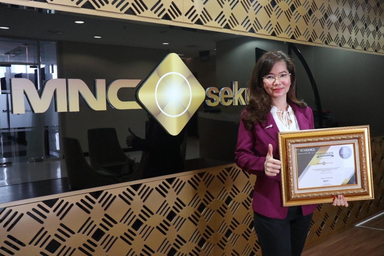 https: img.okezone.com content 2020 06 30 320 2238889 mnc-sekuritas-raih-penghargaan-indonesia-s-most-popular-digital-financial-brands-2020-jfjOSlQYDH.jpeg