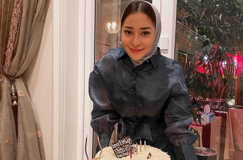 https: img.okezone.com content 2020 06 30 33 2239113 gaya-hijab-nikita-willy-jadi-sorotan-di-hari-ulang-tahun-BZZHUXibo0.jpg