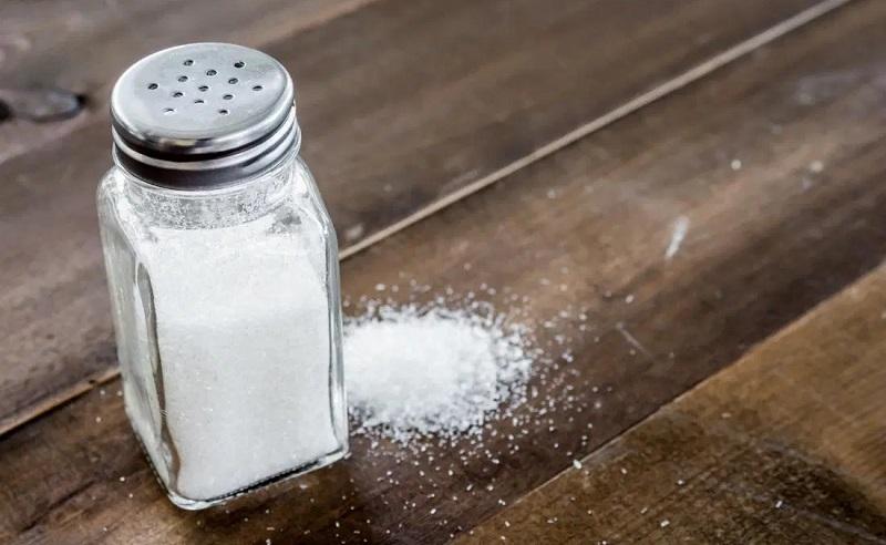 https: img.okezone.com content 2020 06 30 481 2238905 jangan-kelebihan-konsumsi-garam-ini-bahayanya-CfvfKEzVDo.jpg