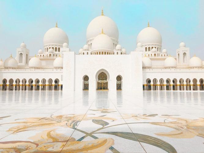 https: img.okezone.com content 2020 06 30 614 2238675 masjid-masjid-di-uea-dibuka-1-juli-sholat-jumat-belum-diadakan-nxsXhzddCw.jpg