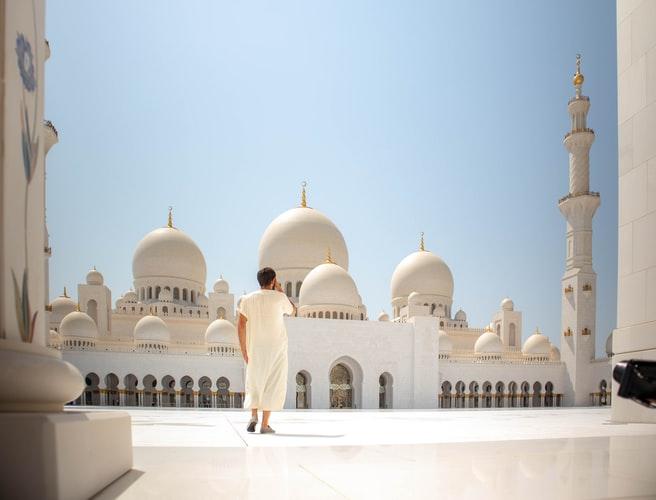 https: img.okezone.com content 2020 06 30 614 2238847 masjid-uea-kembali-dibuka-imam-ini-berkat-rahmat-allah-ta-ala-LbCisQ2Scr.jpg