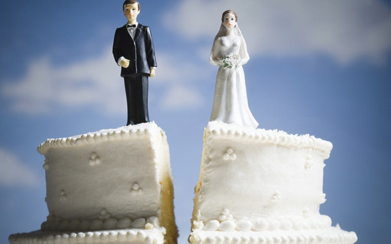 https: img.okezone.com content 2020 07 01 196 2239422 6-alasan-utama-orang-memilih-bercerai-apa-saja-muLEw4k0Lg.jpg