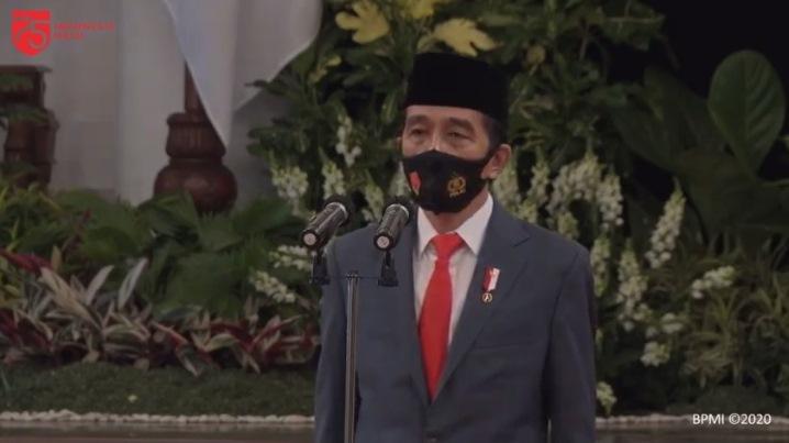 https: img.okezone.com content 2020 07 01 337 2239286 hut-ke-74-bhayangkara-presiden-jokowi-ingatkan-polri-harus-reformasi-diri-D7uqasyEAN.jpg