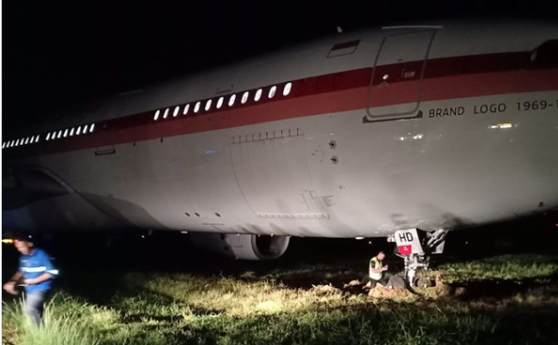 https: img.okezone.com content 2020 07 01 609 2239768 pesawat-garuda-tergelincir-di-bandara-sultan-hasanuddin-14-penumpang-dan-12-kru-selamat-ttFyn9twc4.jpg