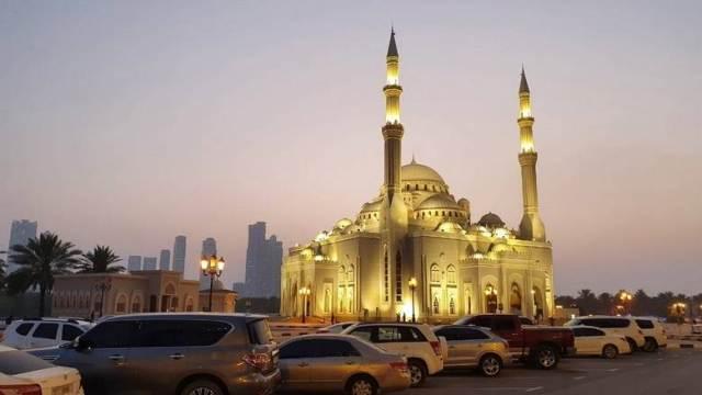 https: img.okezone.com content 2020 07 01 614 2239166 770-masjid-di-dubai-kembali-dibuka-untuk-jamaah-umum-zAnt6y9iFB.jpg