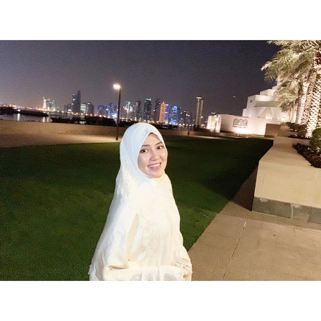 https: img.okezone.com content 2020 07 01 617 2239372 4-gaya-hijab-via-vallen-yang-simpel-klasik-tapi-tetap-cantik-bl1VEEfXQJ.jpg