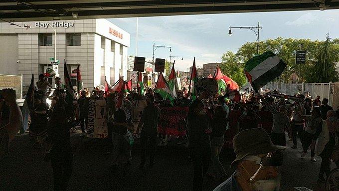 https: img.okezone.com content 2020 07 02 18 2239892 ribuan-orang-gelar-demonstrasi-di-new-york-protes-rencana-israel-aneksasi-tepi-barat-QwUp417oZx.jpg